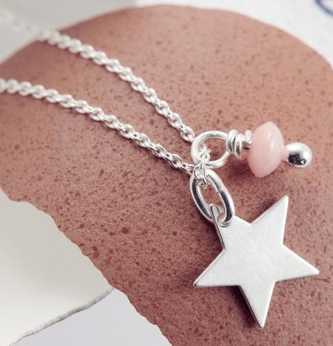 Cadeau insolite : un bijou raffiné caché dans un oeuf