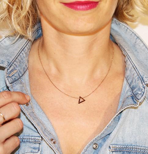 Collier géométrique triangle bois
